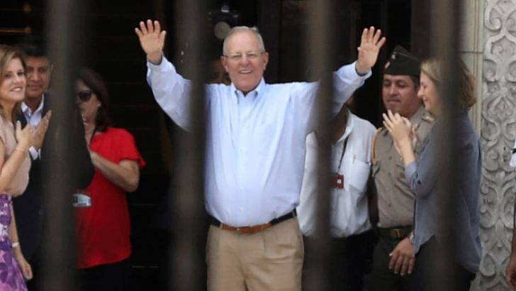 Peru's outgoing President, Pedro Pablo Kuczynski, greets palace staff members after his resignation, at the Government Palace in Lima on March 22.