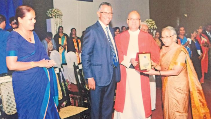 Rev. Fr. Travis Gabriel presenting a special award to former St. Joseph's College Teacher Gethsie Shanmugam, for winning the internationally-recognised Ramon Magsaysay award in 2017. Picture by Joseph Pius, Wattala Special Corr.