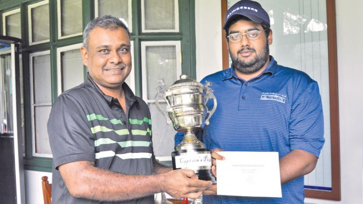 NEGC captain Firaz Hameed (right) presenting the Captain's Cup to winner Ravindra S Wijegunaratne.
