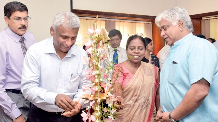 Minister Arjuna Ranatunga and CPC Chairman Dammika Ranatunga at the New Year celebrations.