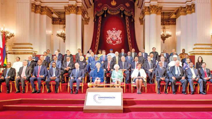 President Maithripala Sirisena participated in the inaugural session of the Commonwealth Heads of Government Meeting at Buckingham Palace in London, under the patronage of Queen Elizabeth II. Here, the leaders of the Commonwealth countries posing for a group photograph.