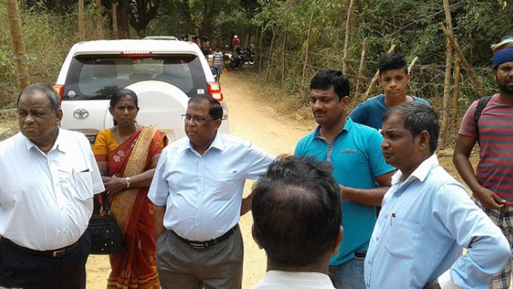 National Integration and Reconciliation Ministry Secretary V.  Sivagnanasothy, Jaffna  District Secretary N.Vethanayahan and officials on an inspection tour of the lands recently.