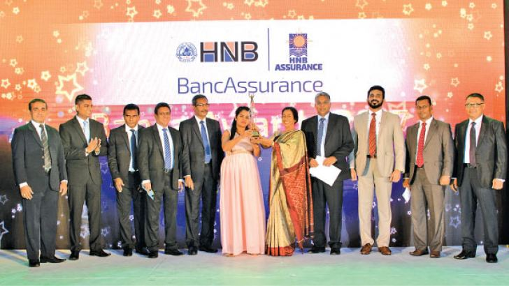 Chairperson of HNBA and HNBGI Rose Cooray presenting the Award to the Best Bancassurance Officer together with the Managing Director and CEO of HNBA and HNBGI Deepthi Lokuarachchi, Chief Operating Officer of HNBA  Prasantha Fernando, Chief Business Officer of HNBA Ivan Nicholas and Assistant General Manager, Deposits and Remittances and Chief Employment Experience Officer of HNB Kalum Wijesooriya.