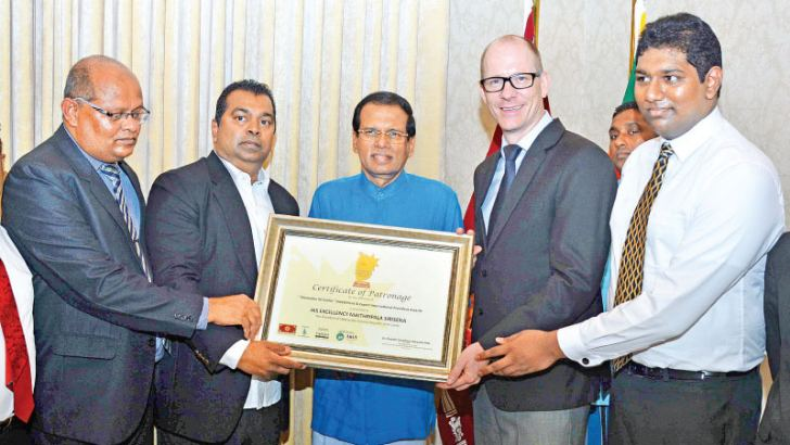 President Maithripala Sirisena being presented an award for launching the Grow Sri Lanka awards ceremony recently by founder, Dr. Ukwatta, CEO, Jude Ukwatte and Director from STR Global in USA, Jesper Palmqvis at the Presidential Secretariat recently. Picture by Sudath Malaweera