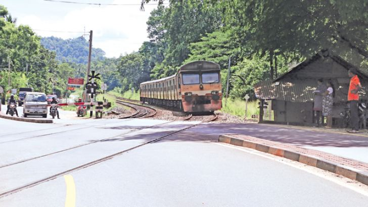 The level crossing at Yangalmodara in Alawwa, NWP. Pictures by Rukmal Gamage