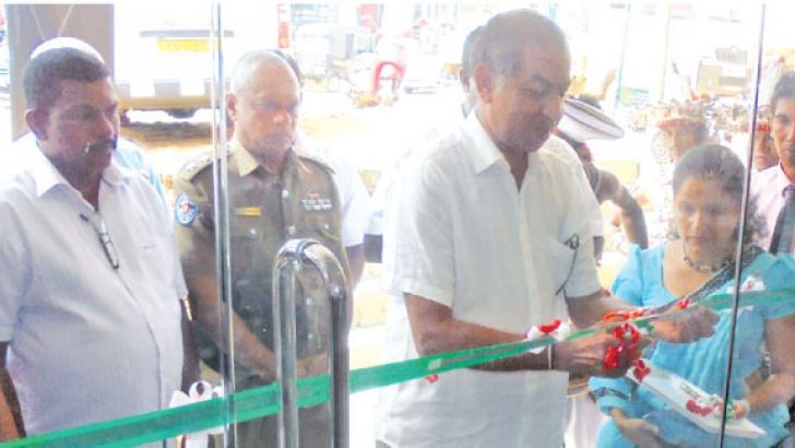 Chairman of Ruhunu Hospital Deepal Wickramasinghe opening the new laboratory in Neluwa.