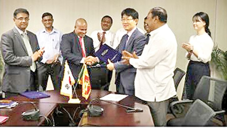Sri Lankan and Korean officials at the signing of the grant agreement.