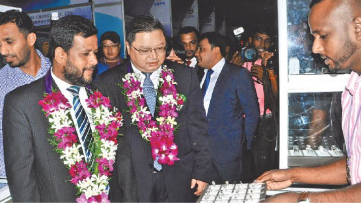 Minister Rishad Bathiudeen with GZAR Director of Department of Commerce Diao Weihong at the launch event of 2018 Guanxhi Product Exhibition.