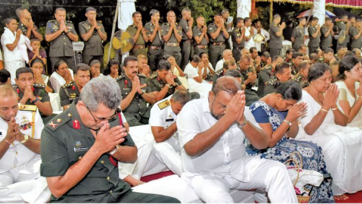 President Maithripala Sirisena took part in a religious observance to commemorate war heroes who lost their lives during the 30-year conflict, at the Kelaniya Raja Maha Viharaya.  Picture by President's Media Unit.