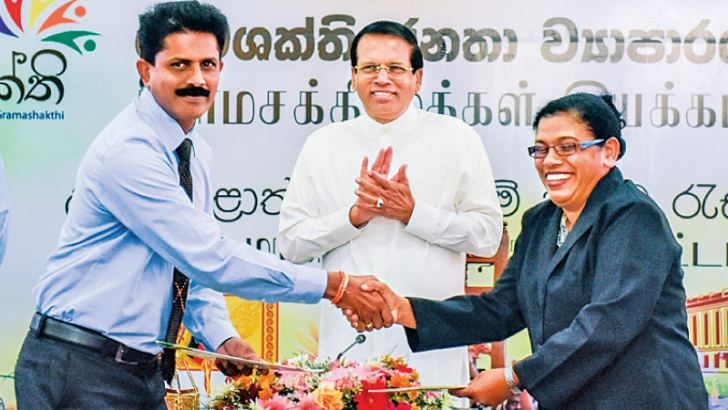 President Maithripala Sirisena looks on as representatives of Flower Growers' Association of Uva Province and Hayleys PLC sign an MoU under Grama Shakthi Movement. Picture by Sudath Silva.