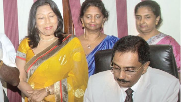 Gunasekara assuming duties while his wife Nalini Gunasekera, Deepthi Gunasekera and Chandimali Gunasekera looks on.  Picture by Saliya Rupasinghe.