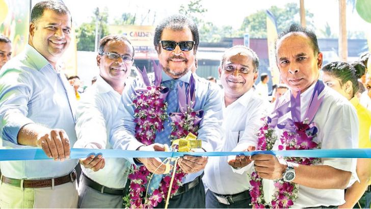 LAUGFS Group Managing Director Thilak De Silva and senior management, unveiling the LAUGFS Supermarket Outlet in Negombo.