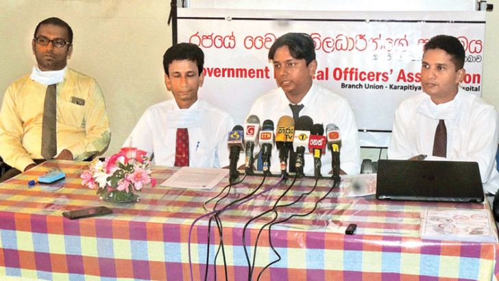 GMOA KTH branch President Dr. Janath Liyanage, Co-Secretary Dr. Manjula Zoysa and General Committee Member Dr. Lahiru Sasanka at  the media briefing. Picture by Mahinda P. Liyanage, Galle Central Special Corr.