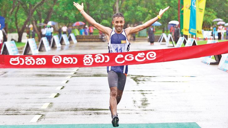 D.M.I.S.S. Dunukara (North Central Province) wins the men's event.