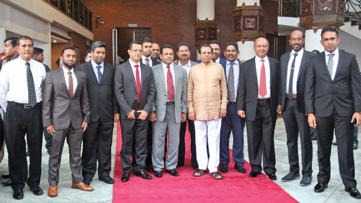 President Maithripala Sirisena with the members of VIASL.  Pictures by Sulochana Gamage