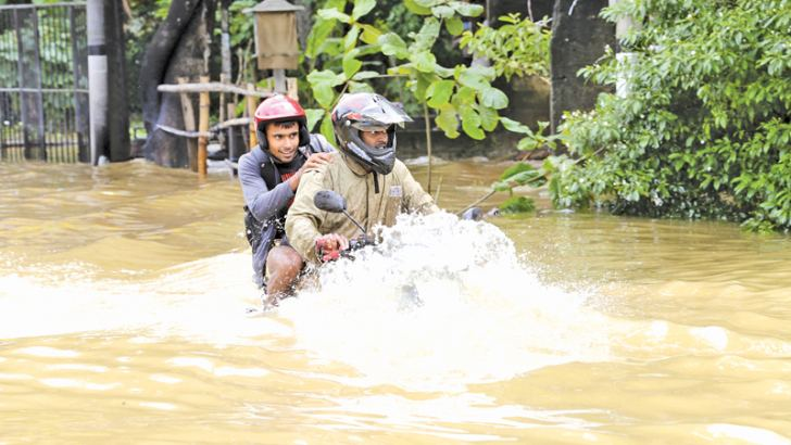Floods prevailing in the country.  Picture by Rukmal Gamage.