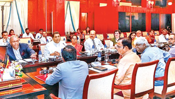 President Sirisena meeting a group of artistes and representatives of Artistes' Associations at the Presidential Secretariat yesterday morning. Ministers Mangala Samaraweera, Wijeyadasa Rajapakshe and Deputy Minister Lasantha Alagiyawanna were also present. Picture courtesy President's Media Division