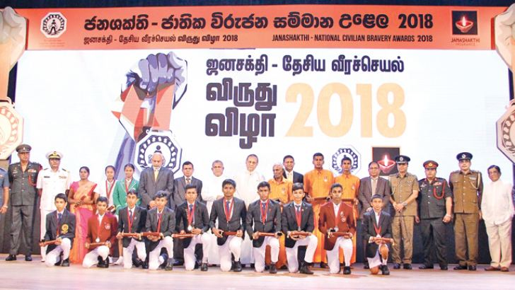 Chief Guests Speaker Karu Jayasuriya, Law and Order Minister Ranjith Madduma Bandara (Centre), Tri-Force Commanders, IGP, recipients of the awards and other distinguished invitees at the Civilian Bravery Awards Ceremony yesterday. Picture by Hirantha Gunathilake