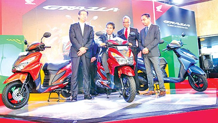 Chief Guest Dr. Harsha de Silva, State Minister for National Policies & Economic Affairs, Guest of Honor; Minoru Kato – President / CEO of Honda Motorcycle and Scooter India (Pvt.) Ltd (HMSI)  and tmembers of the senior management of Stafford Motor Co. (Pvt.) Ltd at the show