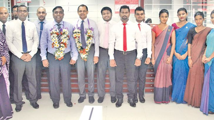 Senior Management with the staff of the Minuwangoda branch