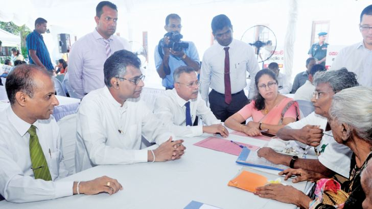 Minister Patali Champika Ranawaka in discussion with two participants. Picture by Wasitha Patabendige.