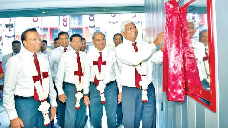 Ceylinco Life Managing Director and CEO R. Renganathan accompanied by directors of the company unveils a plaque at the opening of the new Wellawatte branch.