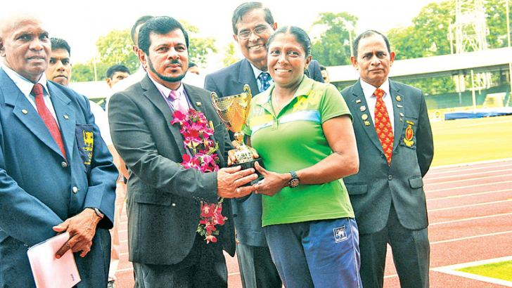 Fransisca de Silva, who was adjudged the Most valuable Athlete (women) receiving the P. H. Amaradasa Waidyatilaka memorial challenge trophy from the chief guest Dr. Clarence Kumarage. Also in the picture are Sunimal. P. Rupasinghe (President - MASL), P. H. D. Waidyatilaka Adviser Foreign Relations and H.A. Upali (Vice President of MASL)