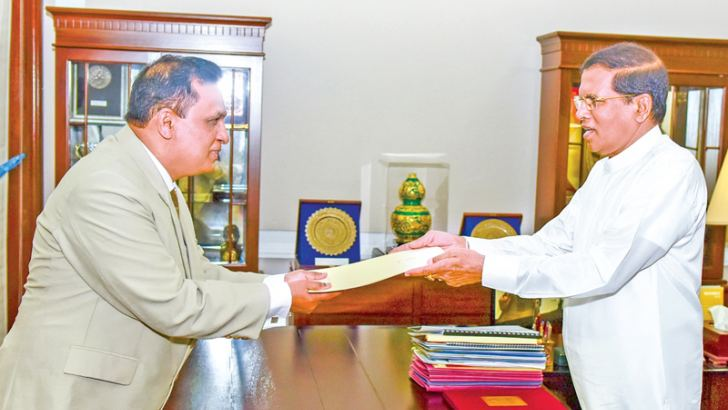 Sarath Jayamanne receives his appointment as CIABOC DG from President Maithripala Sirisena.