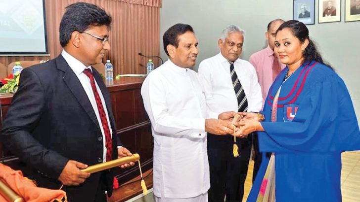Health Minister Dr. Rajitha Senaratne hands over a certificate to a diploma holder while the President of Sri Jayawardenepura General Hospital Dr. Athula Kahandaliyanage and others look on.