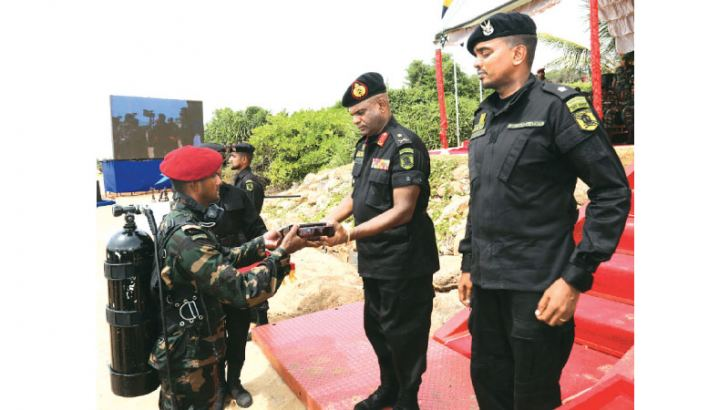 Army Commander Lieutenant General Mahesh Senanayake awarding an Officer.