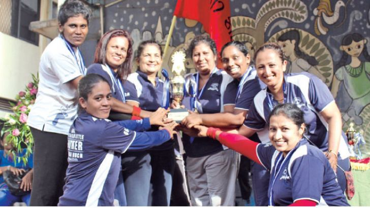 Champion Methta House team receiving the trophy from the chief guest, Rohini Yapa. Picture by Ruzaik Farook