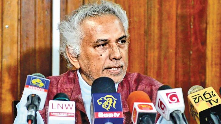 Dr. Wickramabahu Karunaratne addressing the press conference.