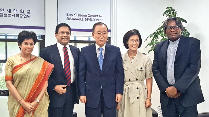 Sri Lankan Ambassador to South Korea Manisha Gunasekera, Environment Ministry Secretary Anura Dissanayake, GGGI Chair of the Council Dr. Ban Ki-moon, Deputy GGGI Director-General Ambassador Jenny Kim and Independent Consultant of Environment Ministry Chris Dharmakirti.