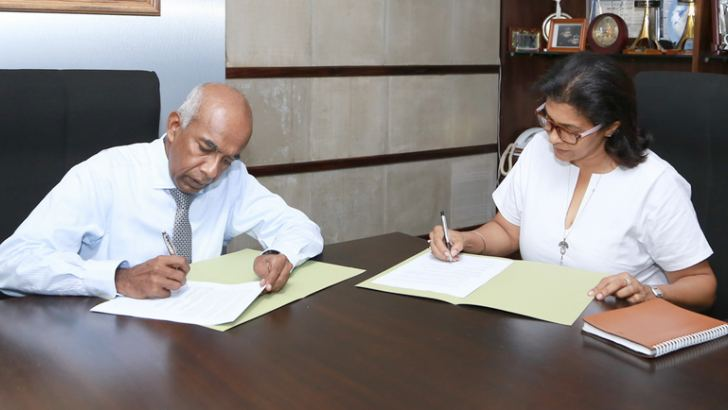S.R. Gnanam, Managing Director of Tokyo Cement Company (Lanka) PLC, Shalini Wickramasuriya, Trustee of The Music Project signs the sponsorship MoU