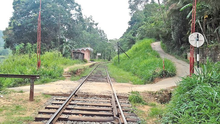 The railway crossing near the Rosette Estate . Picture by Ananda Hapugoda, Bandarawela Group Corr.