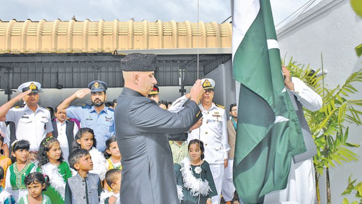 Acting Pakistani High Commissioner Janbaz Khan hoists the Pakistan national flag.
