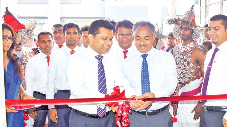 Managing Director of Vallibel finance Jayantha Rangamuwa Accompanied by Chairman A.M. Weerasinghe of Singhe Hospitals Ratnapura, opens the relocated branch.