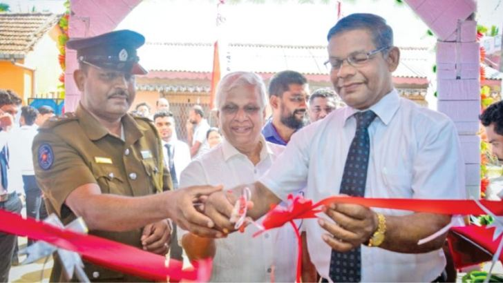 Trincomalee Mayor Nagaraja Rajanayagam opens the newly-relocated Trincimalee branch. Dayarathna Jayaweera and Acting HQI – Trincomalee  Koonange Sanath Lalith Kumara is in picture.