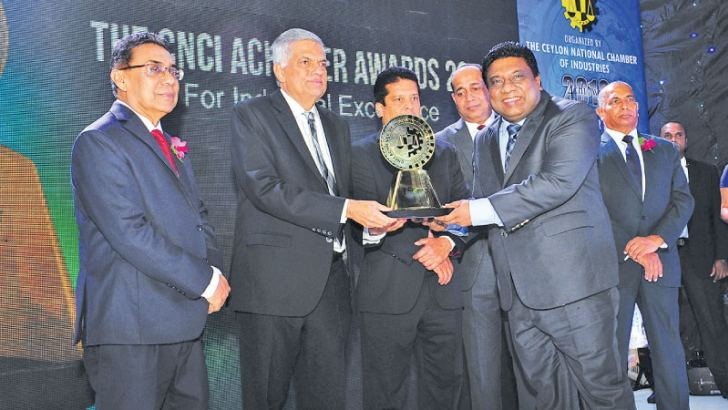 PBSS Group Managing Director Madura Gamanayaka receiving the Gold Award for Industrial Excellence from Prime Minister Ranil Wickremesinghe at CNCI Achiever Awards ceremony held in Colombo recently.