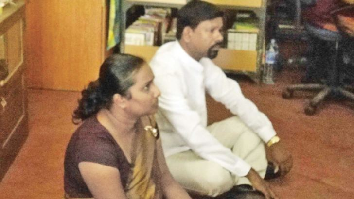 Deputy Chairman A.V. Rohantha Gunasekara (SLPP) and Pradeshiya Sabha member M.D. Prasadika Kumari (SLPP) sat on the floor in protest of Secretary R.A.D. Ratnayake's behaviour.