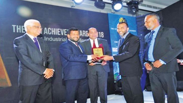 Nyfer Zubair, Chairman, OGM Foods & Co. (Pvt) Ltd with GM - Riyas M Thoufeek, taking the Award from Rishad Bathiudeen, Minister of Commerce and Industry.