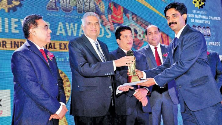 Mayura Rupathunga, CEO, Central Industries receives the CNCI 2018 award from Prime Minister, Ranil Wickremesinghe.