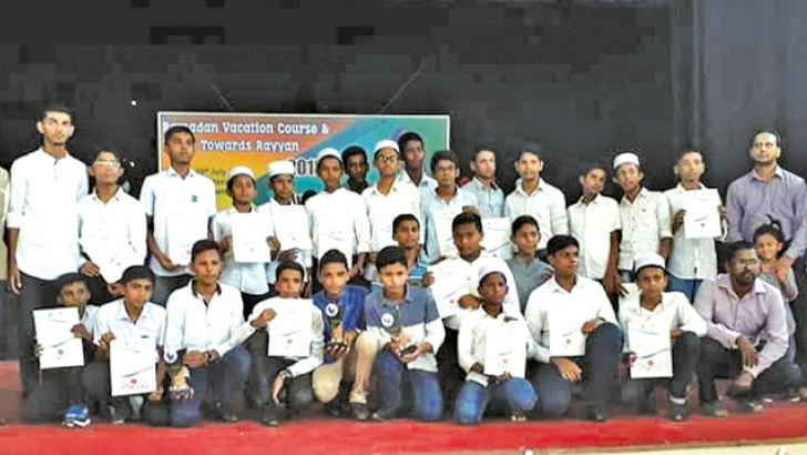 Students who received certificates. Picture by Addalaichenai Central Corr.