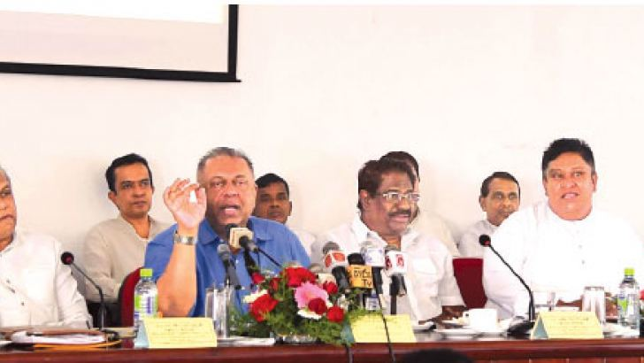 Minister of Finance and Mass Media Mangala Samaraweera held discussions with the ministers and officials at the Moneragala Kachcheri about the National Exhibition on Gamperaliya Project.