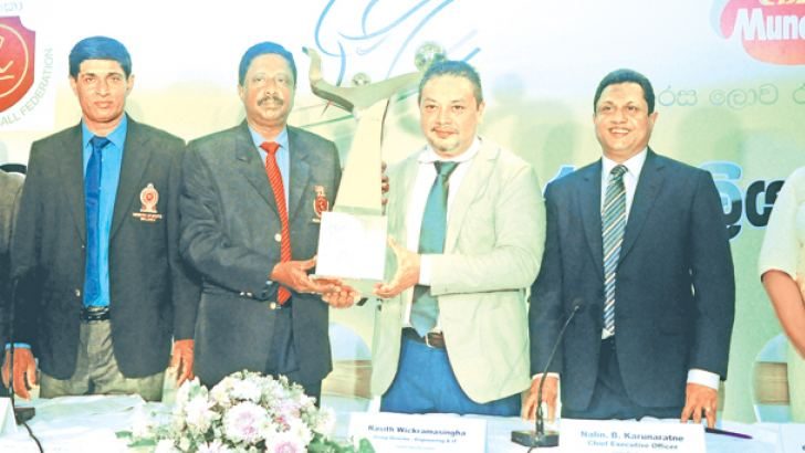 Secretary of SLVF A.S. Nalaka (third from left) and Group Director of CBL Rasith Wickramasingha (fourth from left) posing for a picture with the National Volleyball Championship Trophy. (From left): Director/General Manager (Sales) I.M. Khan, Tournament Secretary Danapala Jayapathma, CEO of CBL Nalin B. Karunaratne, General Manager-Marketing-CBL Ms Surani Sahabanda are also in the picture. Picture by Wasitha Patabendige
