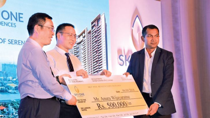 Anura Wijeratne, the first buyer of an apartment of Sky One Residences receiving Sky One beneficiary reward. Pictures by Saliya Rupasinghe
