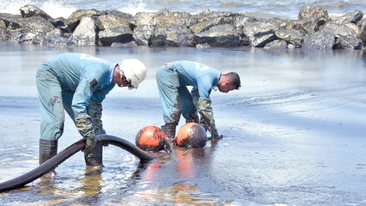 Navy and Coastguard personnel engaged in minimising the environmental damage caused by the oil slick. Picture courtesy Navy Media