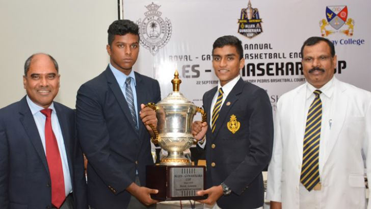 The captains of Royal College, Heshan Meethalawa (3rd from left) and Gateway College, Aaron Fonseka (2nd from left) poses for a picture with Alles-Gunasekara Cup at a press briefing held at Sinhalese Sports Club (SSC). Chairman of Gateway Group Dr. Harsha Alles (left) and Principal of Royal College B.A. Abeyratne (right) are also in the picture. Picture by Sarath Peiris