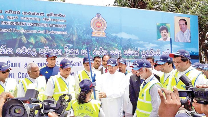 President Maitripala Sirisena distributes beach cleaning implement, during the event.  Picture by Mahinda P. Liyanage - Galle Central Special Corr.