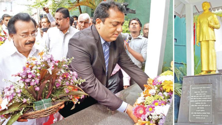Education Minister and UNP General Secretary Akila Viraj Kariyawasam placing a floral tribute at the J.R. Jayewardene statue to mark the 112th birth anniversary commemoration of the late President, at the Jathika Sevaka Sangamaya headquarters at Pitakotte yesterday. Pictures by Roshan Pitipana